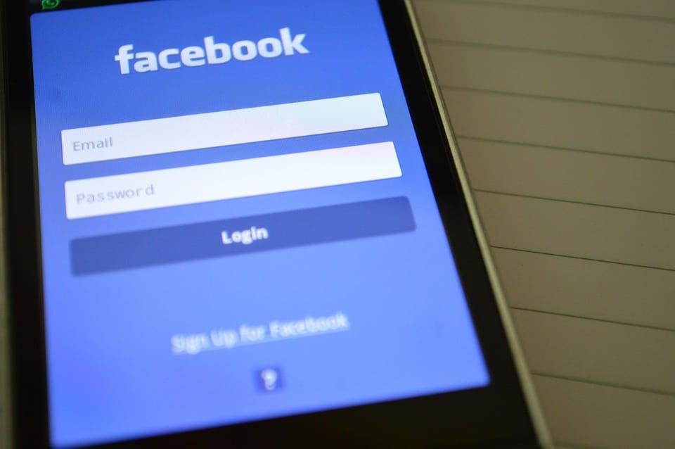 Monitor Facebook